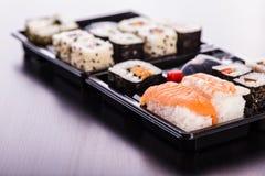 简单的寿司箱子 免版税库存照片