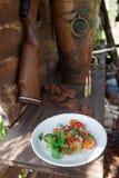 简单的开胃菜用蕃茄和鸭子肉 免版税库存照片