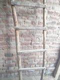 简单的木梯子 免版税库存图片