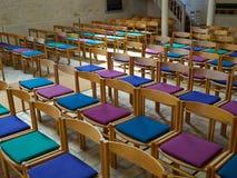 简单的木椅子在教会里 库存图片