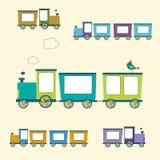 简单的样式颜色被设置的玩具火车和无盖货车 免版税图库摄影