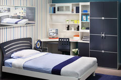 简单的空白蓝色儿童居室 库存照片