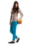 简单的米黄运动衫的妇女 免版税库存图片