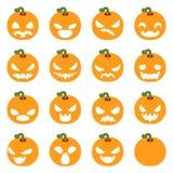 简单的被设置的万圣夜南瓜装饰可怕面孔微笑emoji象隔绝了平的设计传染媒介例证 皇族释放例证