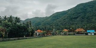 简单的足球场,与一个自然设置,在村庄巴厘岛印度尼西亚3 免版税库存图片
