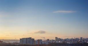 简单的都市风景,在现代城市沃罗涅日的清早视图 免版税库存图片