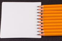 简单的铅笔,一个空白纸 图库摄影
