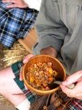 简单高地居民的膳食 图库摄影
