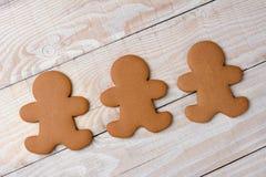 简朴三个姜饼的曲奇饼 库存照片