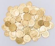 箔包装的巧克力硬币 免版税库存图片