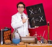 算术天才在实验室里 免版税库存照片