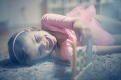 算盘和小女孩 免版税库存照片
