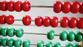 算盘红色和绿色木小珠行  库存照片