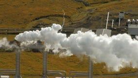 管子与蒸汽的地热驻地在秋天天,电的生产覆盖在冰岛 股票录像