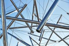 管子和缆绳现代艺术雕塑 免版税库存图片