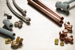 水管工工具和配管材料的选择与拷贝温泉 免版税库存图片