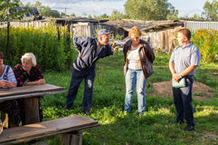管理的成员会议与公寓的居民的在俄罗斯的斯摩棱斯克地区 库存照片