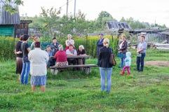 管理的成员会议与公寓的居民的在俄罗斯的斯摩棱斯克地区 图库摄影