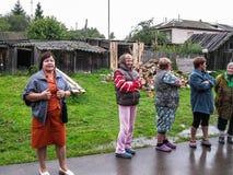管理的成员会议与公寓的居民的在俄罗斯的斯摩棱斯克地区 免版税库存图片