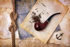 管道抽烟的烟草 免版税库存照片