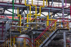 管道系统的精炼厂 免版税库存照片