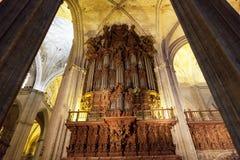 管风琴在一个大教堂里在塞维利亚 免版税库存照片