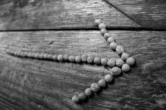 箭头标示用豌豆作为方向的征兆到一种健康生活方式的 免版税库存照片