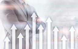 箭头的成长在未来派抽象背景 对成长的投资或储款金钱或企业概念 免版税图库摄影
