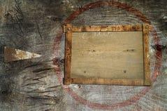 箭头backgrund脏的木头 图库摄影