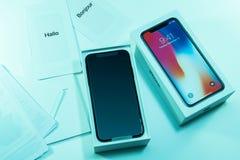 箱中取出的打开最新的iphone x 10 库存图片