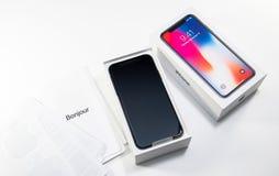 箱中取出的打开最新的iphone x 10 免版税库存照片