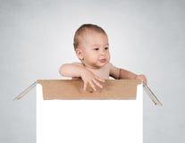 箱子的婴孩 免版税图库摄影