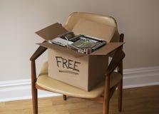 箱子自由CDs和DVDs在椅子 库存图片