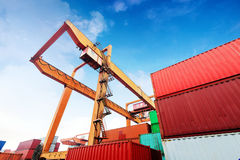 货箱容器巨大的大装载船终端 免版税库存照片