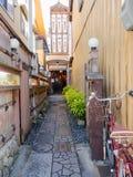 箱根,日本- 2017年7月02日:在位于hanami的餐馆里面的扔石头的道路在京都 免版税图库摄影
