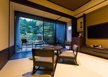 箱根,日本- 2017年11月5日:日本式内部的看法在旅馆里 复制文本的空间 免版税图库摄影