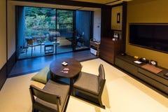 箱根,日本- 2017年11月5日:日本式内部的看法在旅馆里 复制文本的空间 库存照片