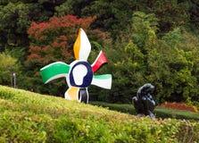 箱根,日本- 2017年11月5日:看法抽象雕塑在一个露天公园 免版税库存照片