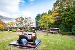 箱根,日本- 2017年11月5日:雕塑露天沉思 免版税库存图片