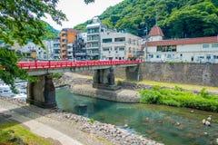 箱根,日本- 2017年7月02日:在河的红色桥梁在小田原,转折点向箱根 免版税库存照片