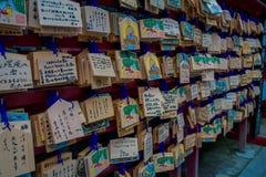 箱根,日本- 2017年7月02日:在清水寺寺庙的EMA EMA是神道的信徒的崇拜者的小木匾 免版税库存图片