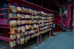 箱根,日本- 2017年7月02日:在清水寺寺庙的EMA EMA是神道的信徒的崇拜者的小木匾 库存照片