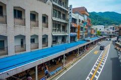 箱根,日本- 2017年7月02日:在街道上的交通堵塞在箱根口岸附近的Motohakone-ko由于日本金黄星期 免版税图库摄影