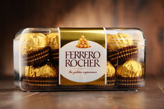 箱费雷洛Rocher巧克力甜点 免版税图库摄影