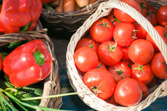 篮子不同的蔬菜 库存图片