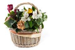 篮子五颜六色的花 免版税库存图片