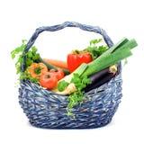 篮子充分的草本蔬菜 免版税库存图片
