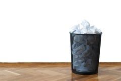 篮子充分的wastepaper 库存图片