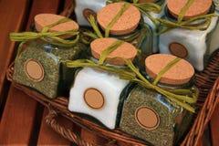 篮子刺激柳条盐的香料 库存图片