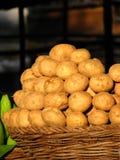 篮子土豆 免版税库存照片